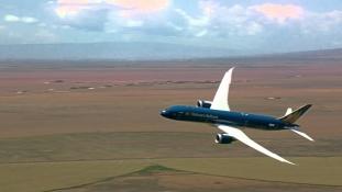 Decolarea aproape Verticala a noului Boeing 787-9!
