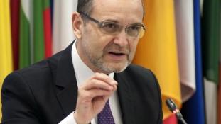 Scandalul Doctoratelor: Noul ministru al Educaţiei decide revocarea lupilor care păzeau stâna