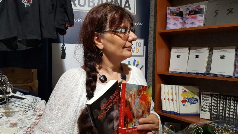 Lili Craciun – 'Desculta pe cioburi de oglinda' la libraria Punct din Barcelona