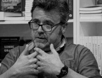 """Nacho González, """"părinte"""" de studenți și poeți"""