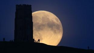 Super Luna – Un fenomen unic – Locuri din Barcelona de unde poti vedea SUPER LUNA