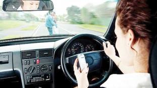La fiecare 20 de minute, un șofer din București este amendat pentru folosirea telefonului mobil la volan.